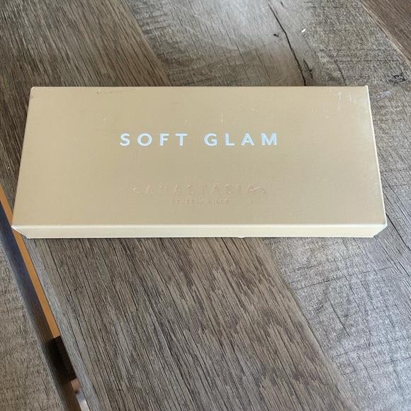 Anastasia // NIB Soft Glam Palette